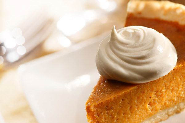 pumpkin-pie-with-maple-whipped-cream_myjuyu